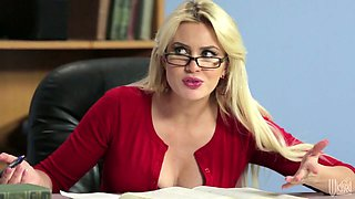 Blonde mature in glasses Gigi Allens fucks a hot builder