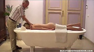 Dude gives woman a relaxing back massage before an erotic 69 on the massage table