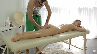 Steamy massage and face fucking with lascivious dick-loving Nika
