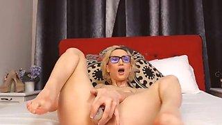 blonde hottie fucks her cameltoe using her favorite dildo