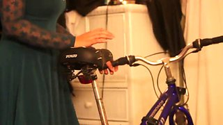 Dad teaches stepdaughter to ride bike
