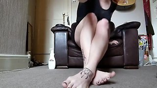 Join Pixie as She Dangles her Flats, Smokes and Moisturises her Tiny Feet.