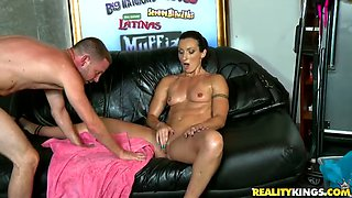 Photoshoot Ends with Hardcore Fucking for Horny Hot MILF