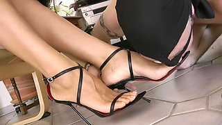 Leyla's foot slave