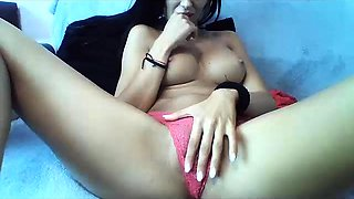 Stacked brunette camgirl in pink panties pleases herself