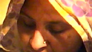 Mature Indian woman is seduced for sex