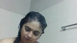 Indian mature aunty taken selfi nude bath clip for her frien