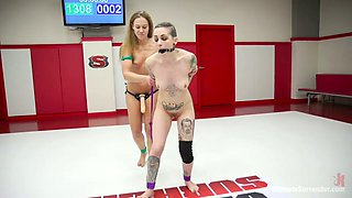 Kinky cat fight chick Cheyenne Jewel fucks one chick right in the ring