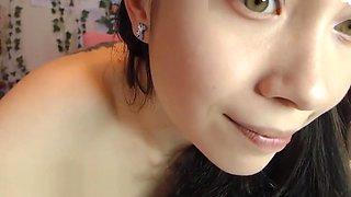 Cute Asian Dancing Nude on Cam