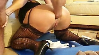 Nice ass on that woman and she wants to show me how elastic her ass is