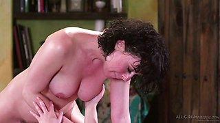 Lesbian masseuse Serena Blair can't control her crazy libido