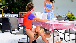 Moms Bang Teens – Picnic Pussies