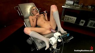 bonde gets her pink shaved pussy all wet thanks to machine