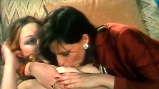 Nasty brunette Mary seduces her lusty girlfriend and kisses with her pussy