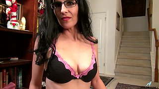 Wrinkled leggy black head in glasses Theresa Soza pets her own wet pussy