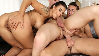 Massage turns into a bisexual threesome