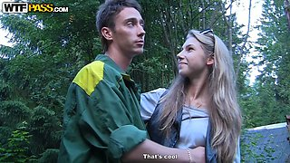 Russian guy Rusia is going to make love outdoor