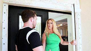 Boss Bitch Jannas pussy eaten by Kyle