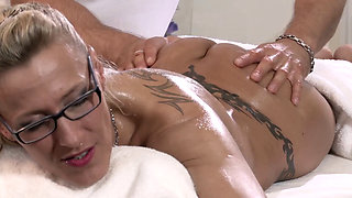 LANA VEGAS – MILF GODDESS LOVES A NURU MASSAGE