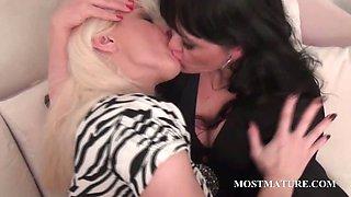 Lesbo mature couple tongue kissing