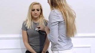 CAUTION! Lesbische Nasenbehandlung!