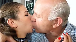 Kissing Oldman