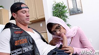 arab bitch does her best to get jizz movie video 1