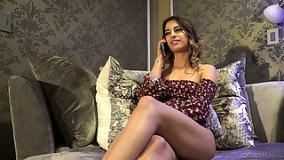 As Janice Griffith gets bored she has invited her babe for lesbian intercourse