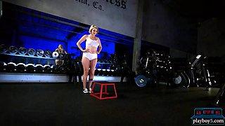 big round ass fitness blonde doing a good butt workout
