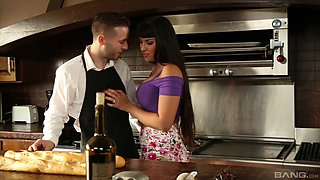 Mercedes Carrera's curvy body penetrated by a horny hunk