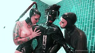 Curvy latex mistress Mary Jale puts on strapon and fucks bootyful hooker