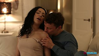 Romantic seductive babe Emily Bender ends up the date with steamy fuck