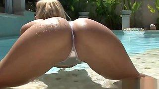 Sexy Natalia Starr Rubs Pussy In Bikini
