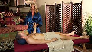 Maya Divine massage blowjob
