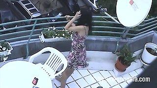 Heimlich gefilmt Milf nackt aufn Balkon