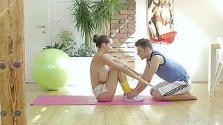 Full natural big tittied babe hooks up with her fitness instructor
