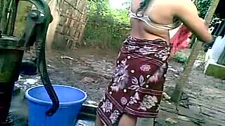 Curvaceous Indian housewife taped on cam during housework