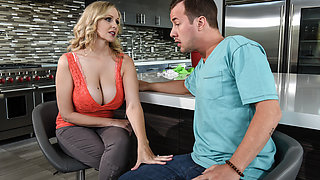 Julia Ann & Jessy Jones in Hooked On Bras - Brazzers
