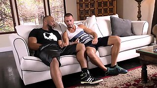 White guy has homo adventure with his black neighbour
