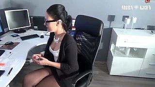 M!ra-Grey - Buro - Bitch bekommt XXL Sperma Infusion