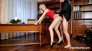 Leggy blonde Jenny Simons gets her shaved pussy fucked on a table