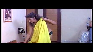 Classic Indian mallu aunty naked on bed exposed