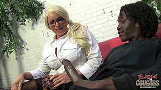 Oversexed hoochie Alexis Diamonds sucks black dick and gets her anus stretched