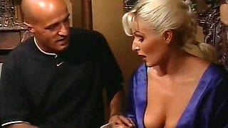 Affari Di Familia [Italian Vintage Porn] (2000)