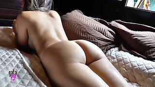 Stefani prudncio mostrando cu peludo e buceta melada