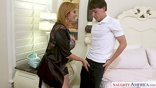 Lusty US housewife Sara Jay lures the cleaner to suck his delicious cock