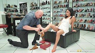 deprived latina babe fucks the shoes salesman