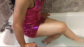 Sissy Crossdresser takes a bath