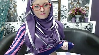 Sometimes good girls can be nasty too and this hot teen in hijab loves camming