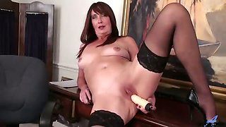 Voluptuous auburn haired cougar finds a vibrator in her